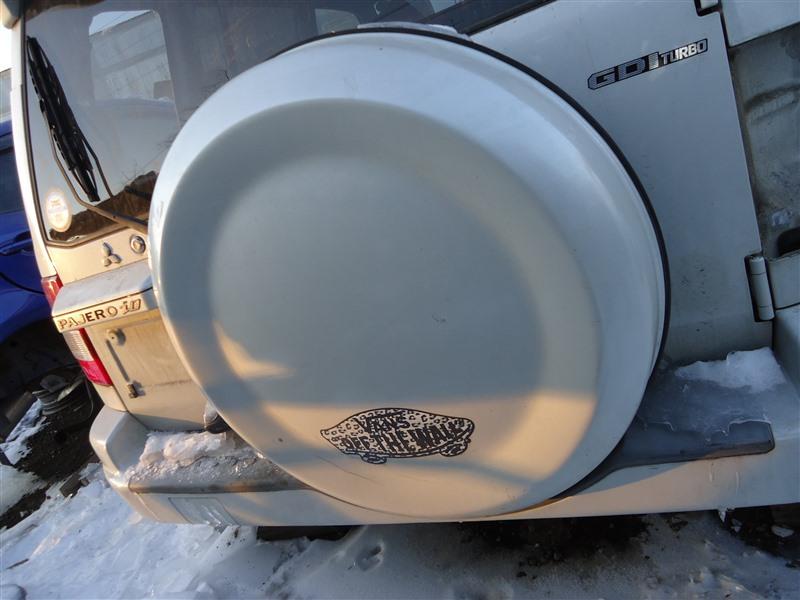 Колпак запасного колеса Mitsubishi Pajero Io H76W 4G93T 2004 белый w23 1365