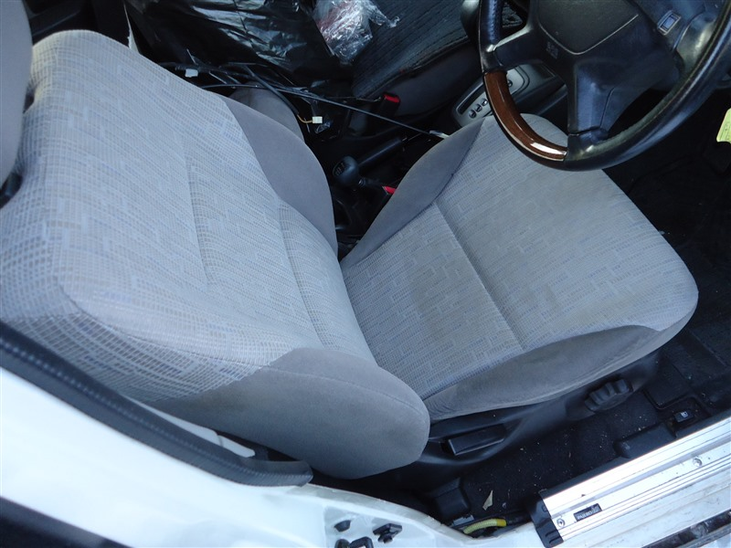 Сидение Mitsubishi Pajero Io H76W 4G93T 2004 1365