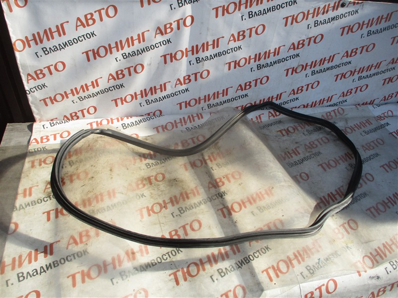 Уплотнительная резинка багажника Toyota Vitz NCP91 1NZ-FE 2009 1376