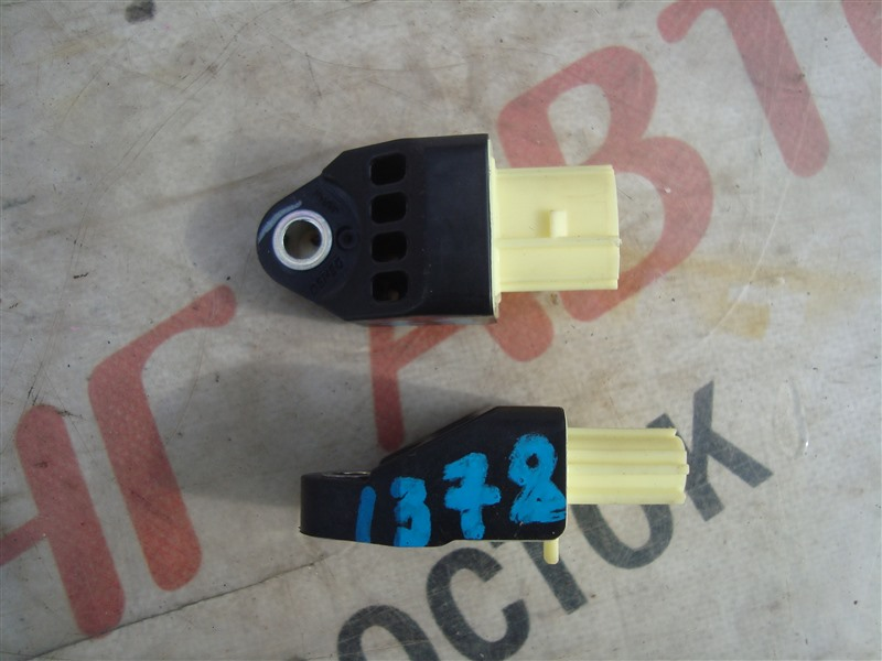 Датчик airbag Toyota Camry AVV50 2AR-FXE 2013 1378 89831-52020