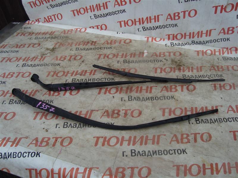 Держатель дворника Honda Stream RN8 R20A 2009 1357