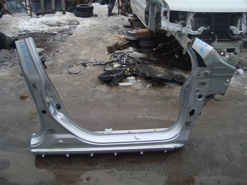 Порог кузова Honda Stream RN8 R20A 2009 правый серебро nh704m 1357