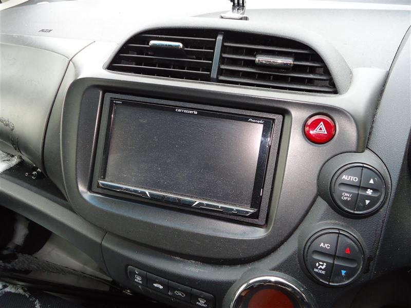 Консоль магнитофона Honda Fit GE8 L15A 2011 1381