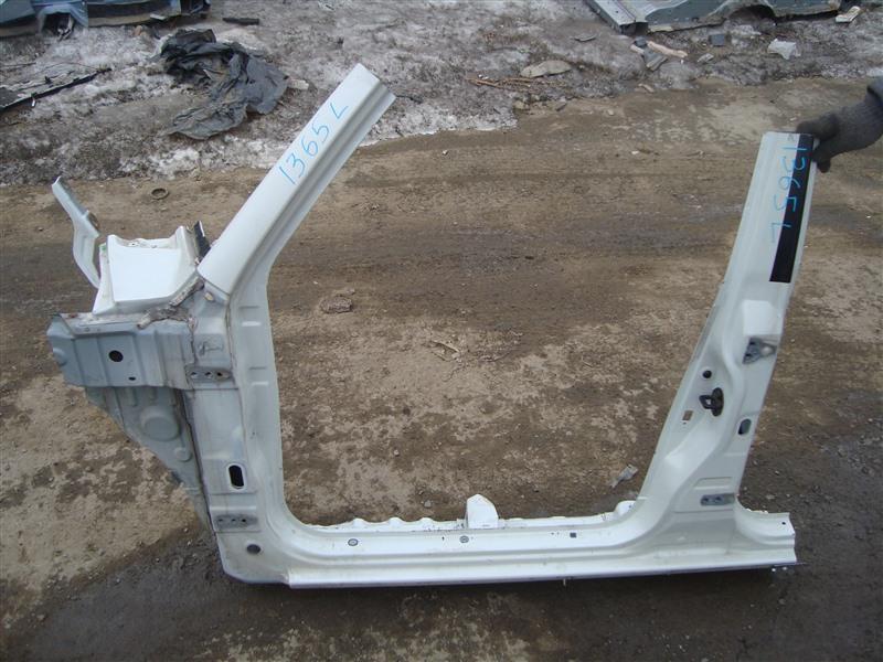 Порог кузова Mitsubishi Pajero Io H76W 4G93T 2004 левый белый w23 1365
