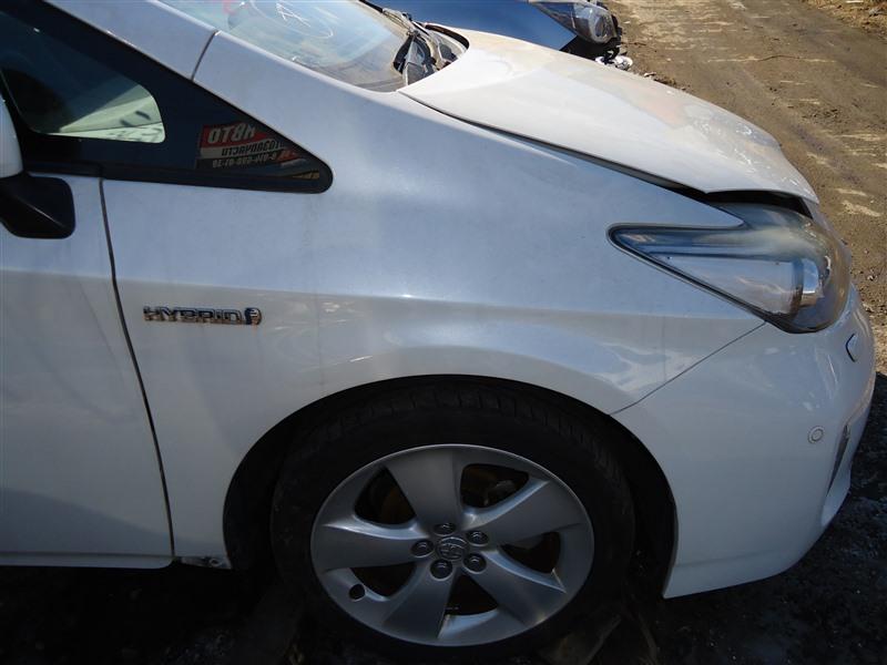Крыло Toyota Prius ZVW30 2ZR-FXE 2012 переднее правое белый перламутр 070 1388