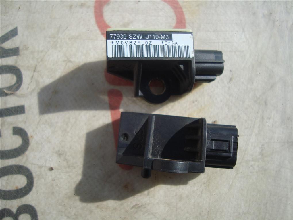 Датчик airbag Honda Fit GE8 L15A 2011 1381 77930-szw-j110-m3