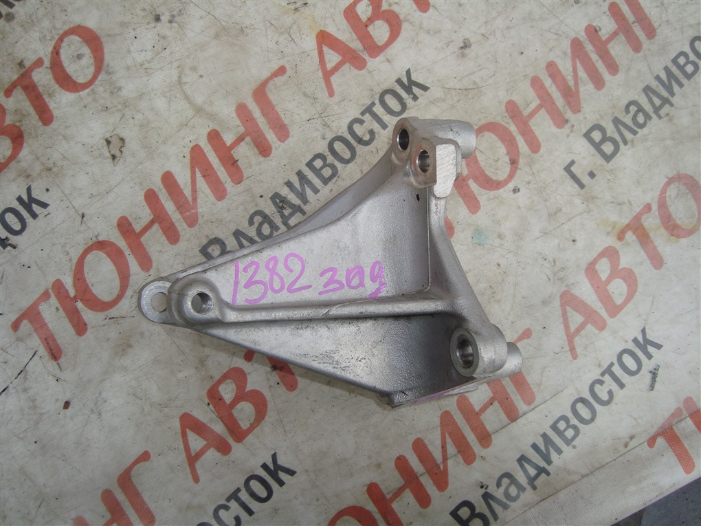 Крепление подушки двс Honda Accord CR6 LFA 2014 заднее 1382