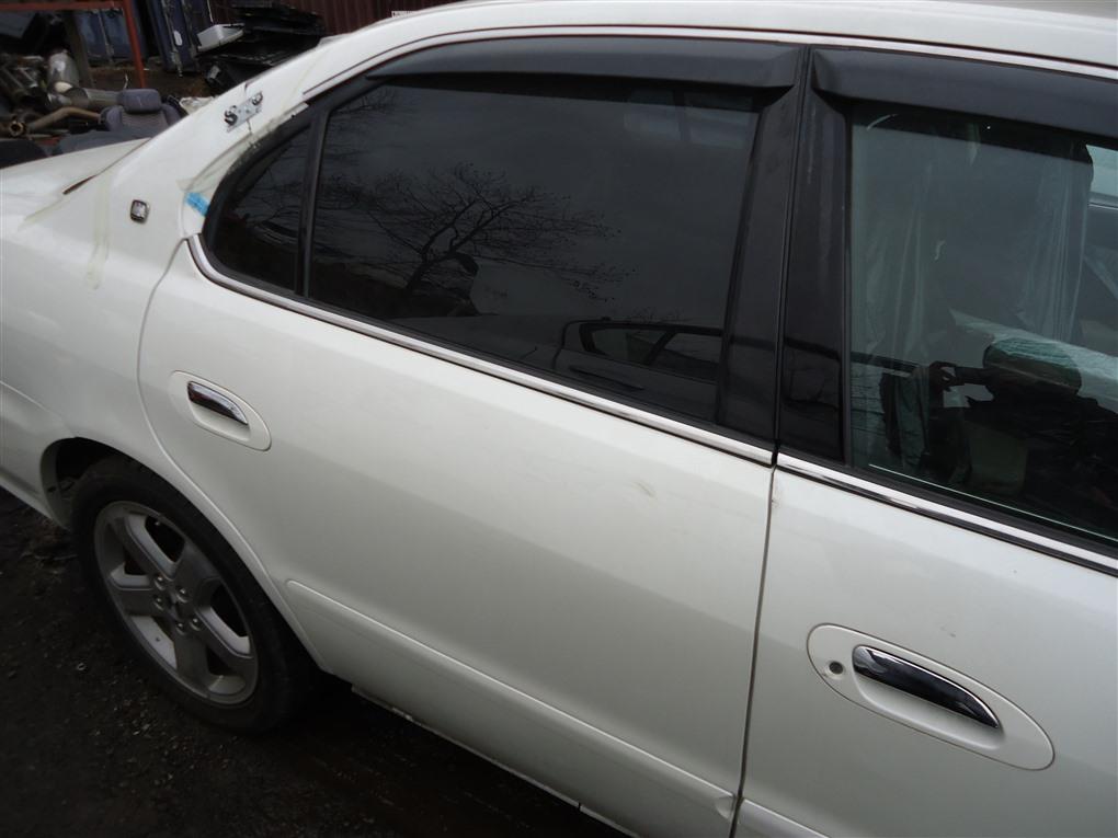 Дверь Honda Inspire UA5 J32A 2003 задняя правая белый nh603p 1390