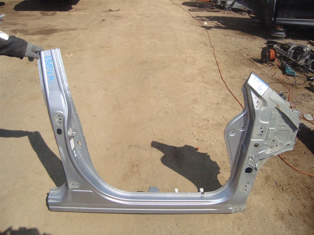 Порог кузова Subaru Forester SJG FA20 2013 правый серебро g1u 1384
