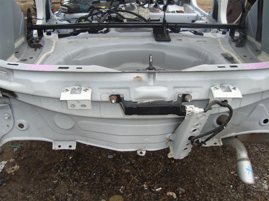 Тазик железный Toyota Aqua NHP10 1NZ-FXE 2015 белый 082 1396