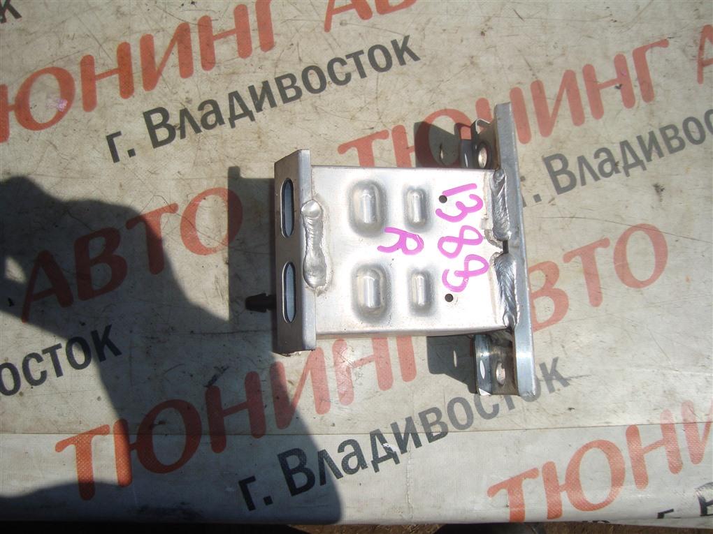 Жесткость бампера Toyota Prius ZVW30 2ZR-FXE 2012 передний правый 1388