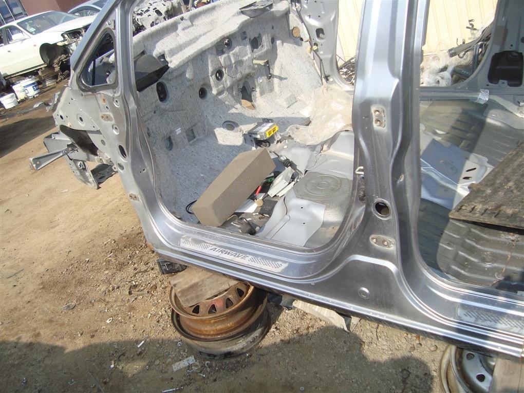 Порог кузова Honda Airwave GJ1 L15A 2008 левый серебро nh642m 1389