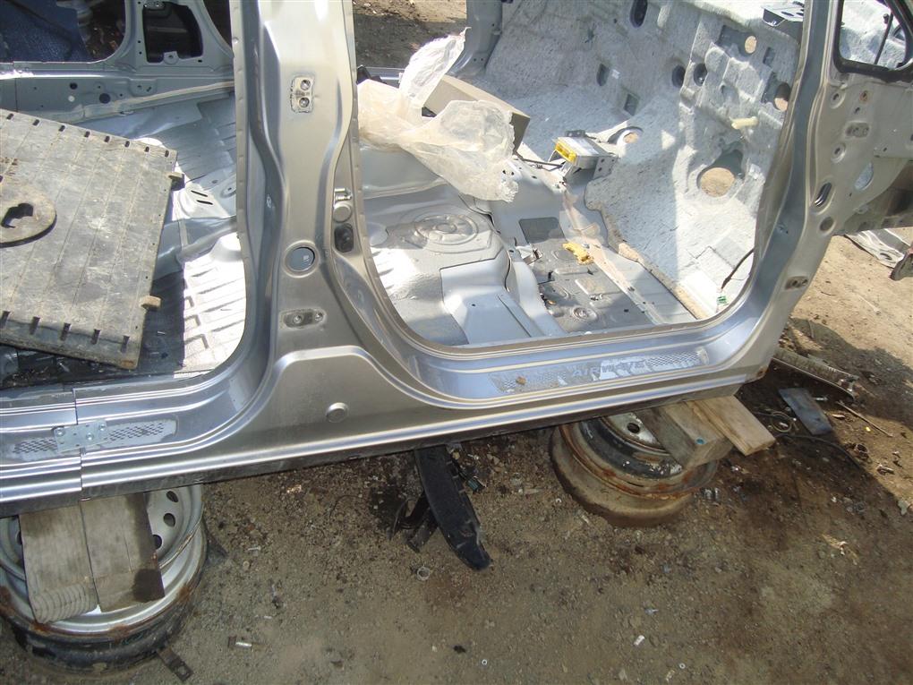 Порог кузова Honda Airwave GJ1 L15A 2008 правый серебро nh642m 1389