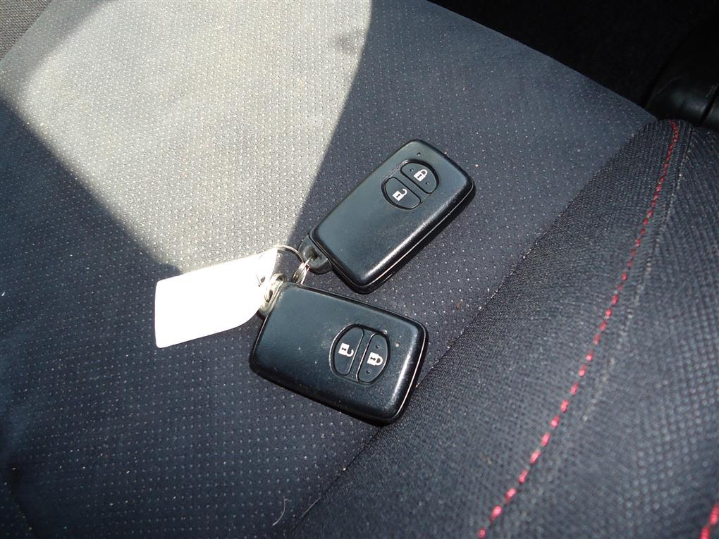 Ключ зажигания Toyota Prius ZVW30 2ZR-FXE 2012 1403