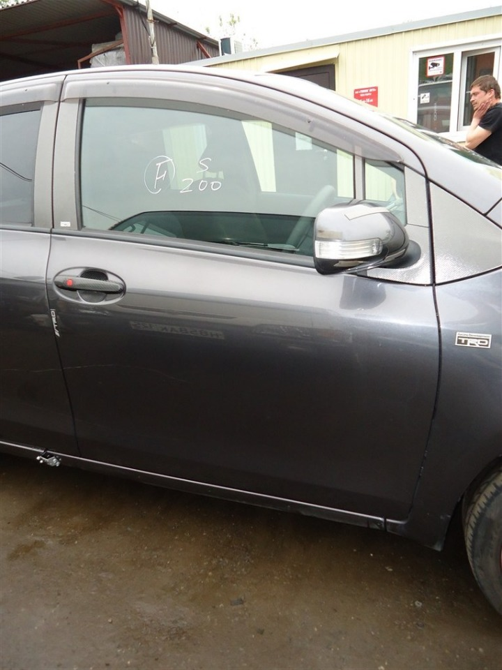 Дверь Toyota Vitz NCP91 1NZ-FE 2010 передняя правая серый 1g3 1401