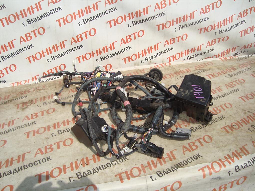 Коса под капот Toyota Vitz NCP91 1NZ-FE 2010 82111-52u50 1401