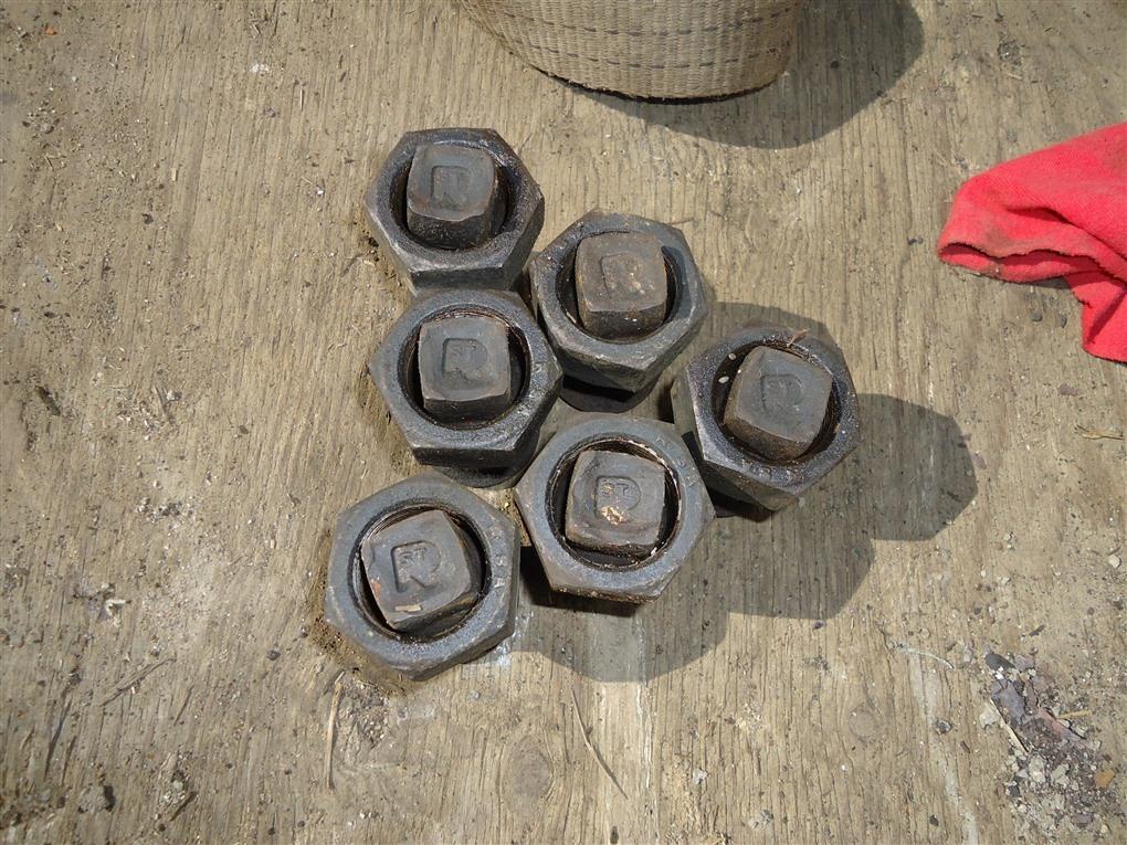 Гайка на колесо Isuzu Elf NPR85 4JJ1T 2010 задняя правая 1380