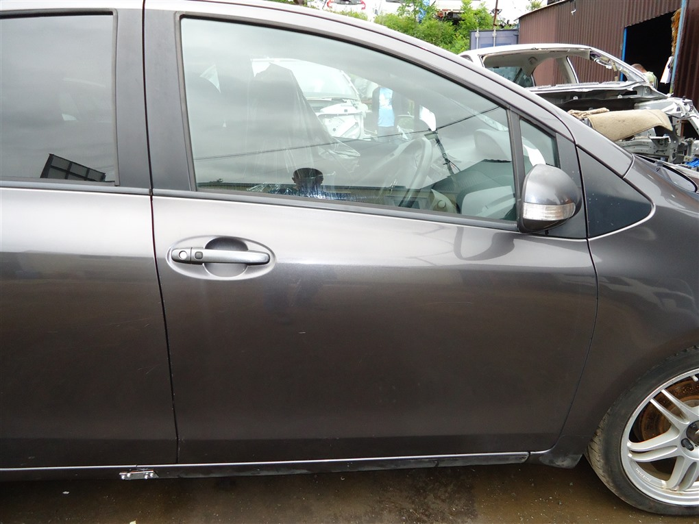 Дверь Toyota Vitz NCP91 1NZ-FE 2008 передняя правая серый 1g3 1404