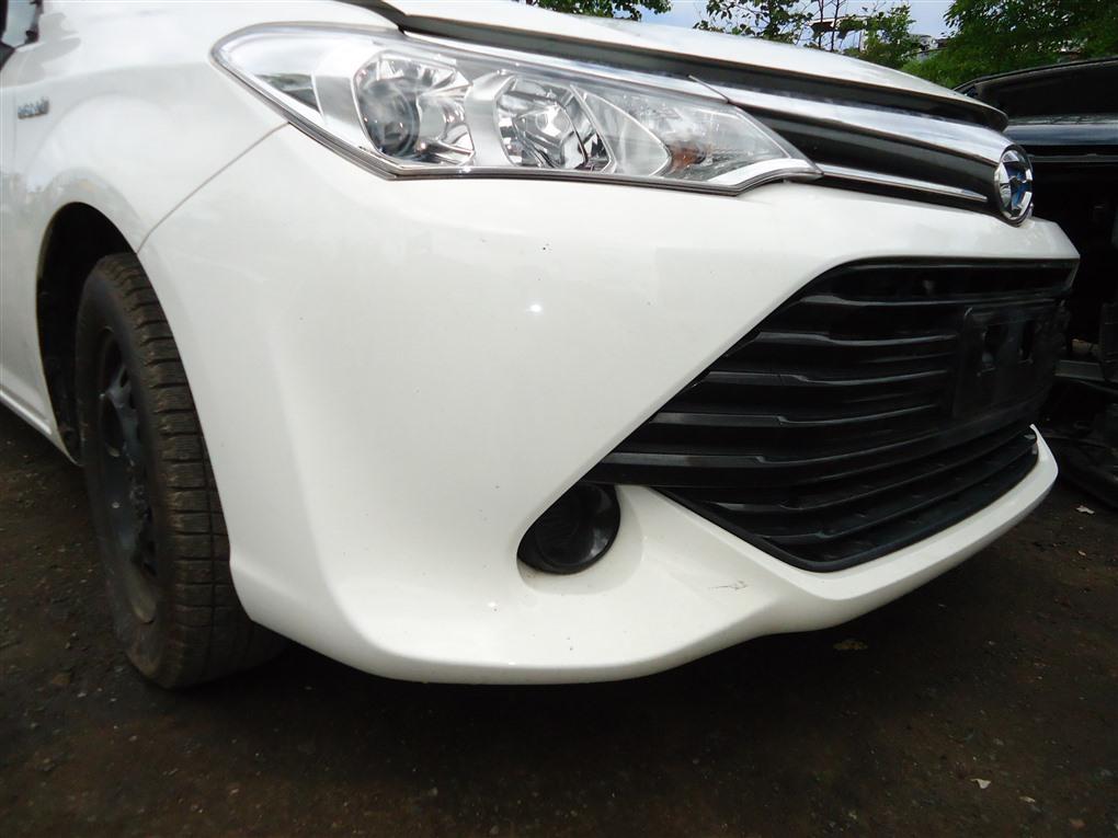 Бампер Toyota Corolla Fielder NKE165 1NZ-FXE 2016 передний белый 040 1410