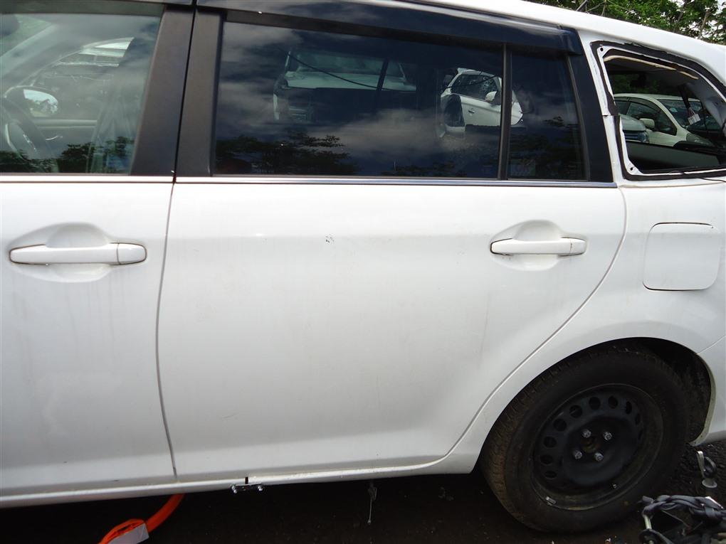 Дверь Toyota Corolla Fielder NKE165 1NZ-FXE 2016 задняя левая белый 040 1410