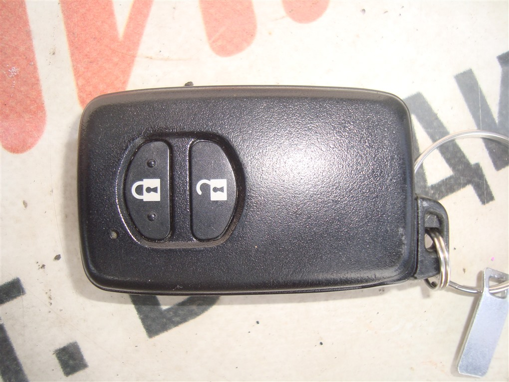 Ключ зажигания Toyota Aqua NHP10 1NZ-FXE 2015 1396