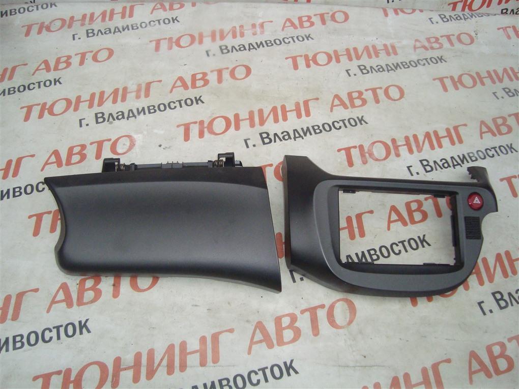 Консоль магнитофона Honda Fit GE8 L15A 2011 1409