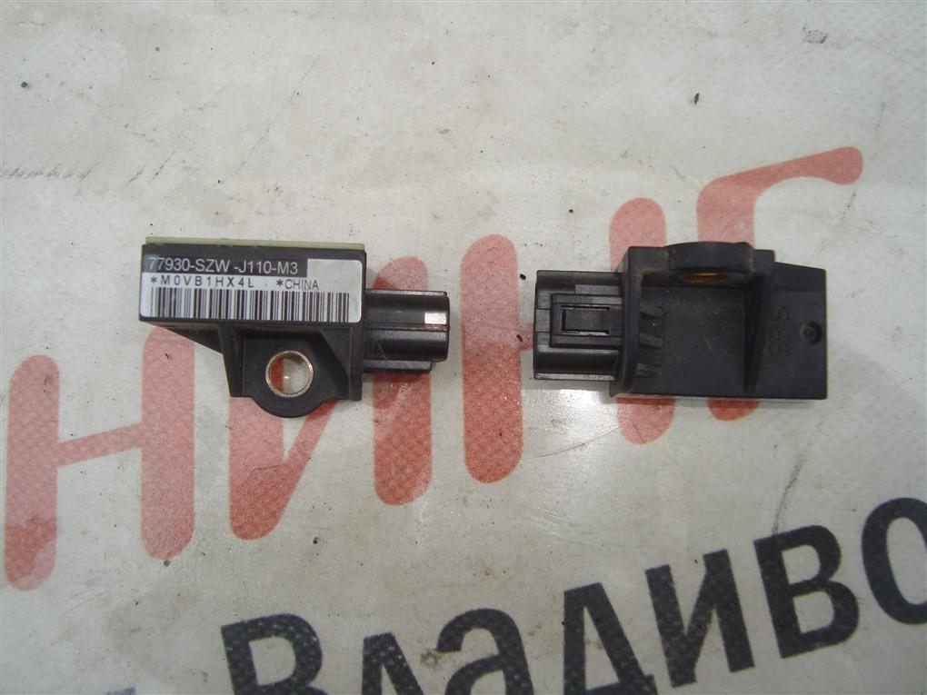 Датчик airbag Honda Fit GE8 L15A 2011 правый 77930-szw-j110-m3 1409