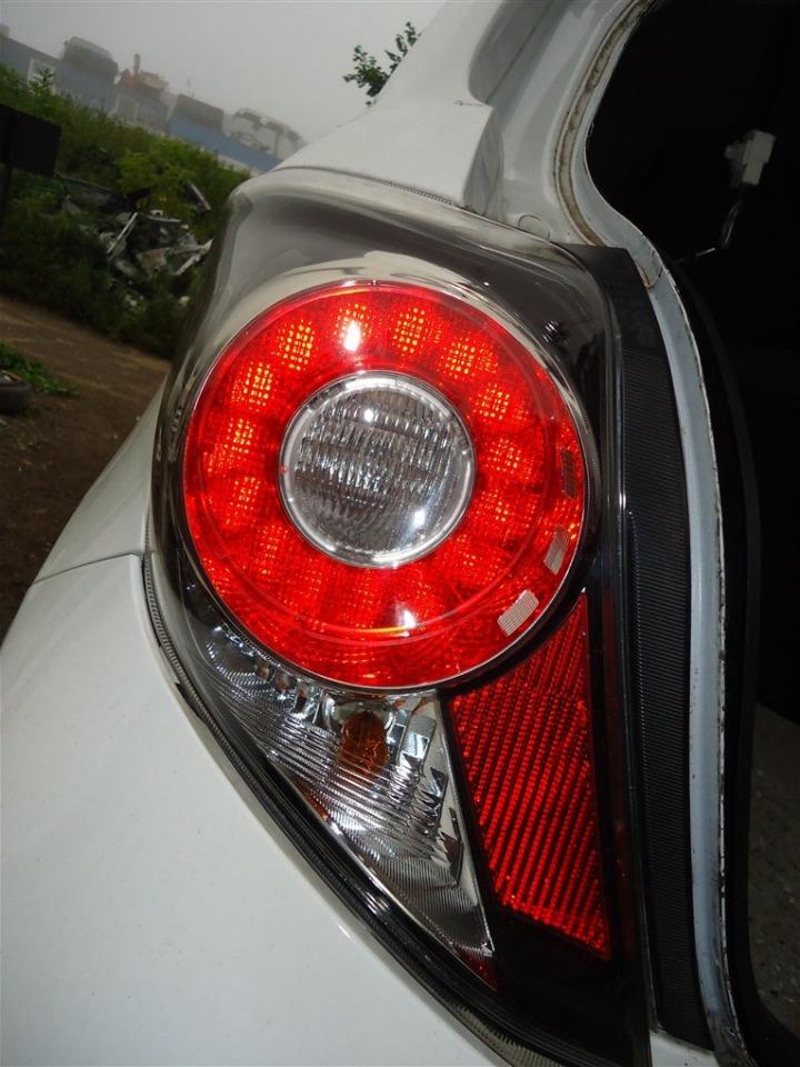 Стоп-сигнал Toyota Vitz NCP131 1NZ-FE 2012 правый 1413