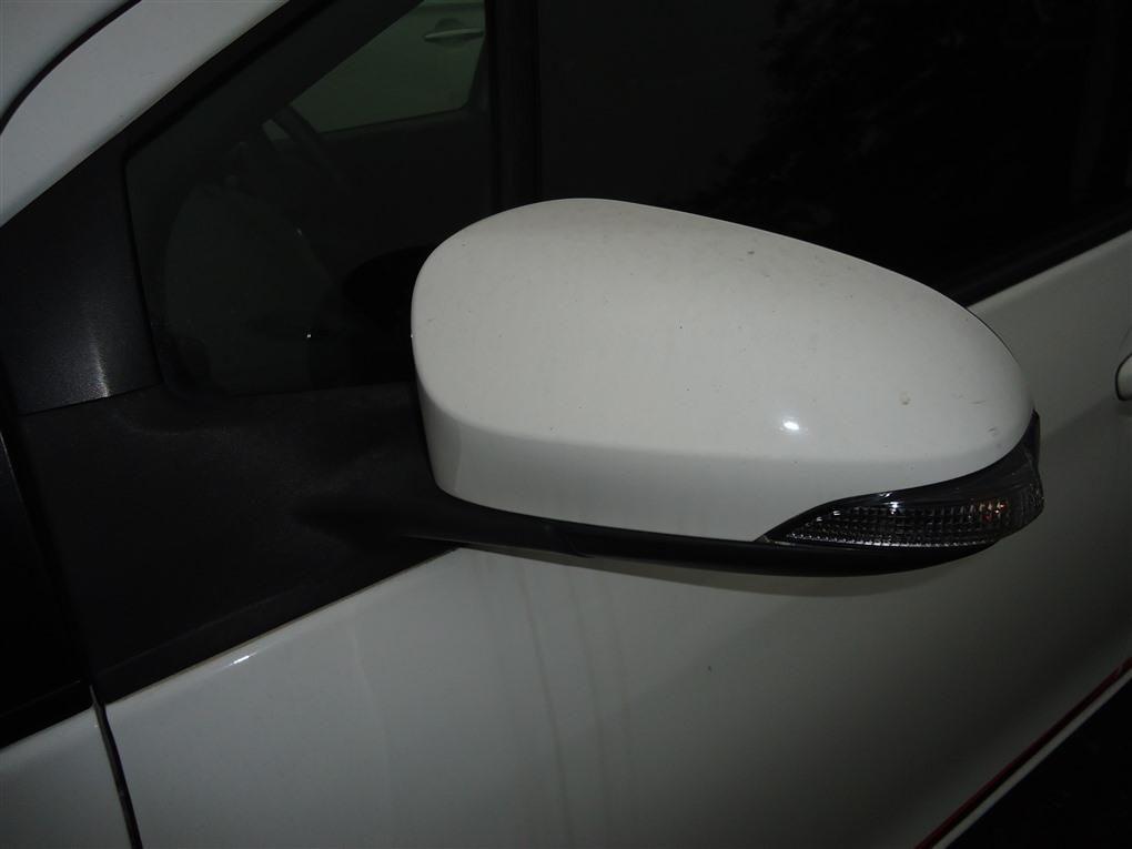 Зеркало Toyota Vitz NCP131 1NZ-FE 2012 левое белый 040 1413