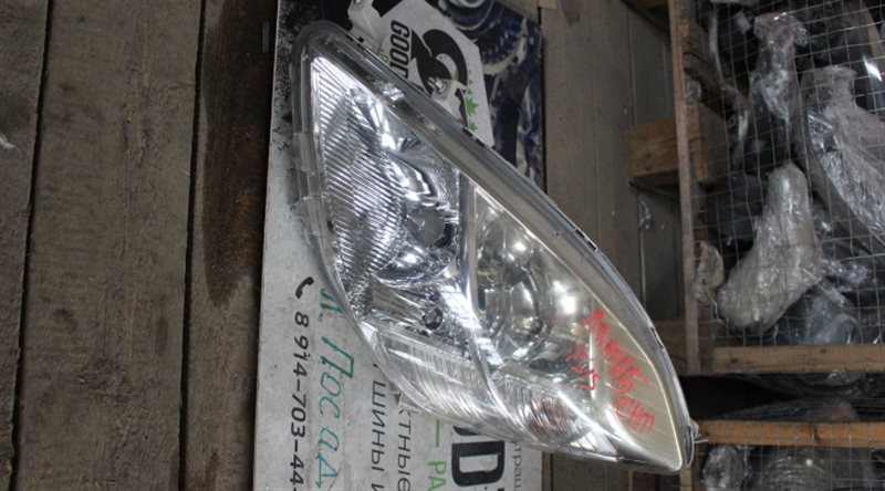 Фара Toyota Isis ANM15 левая