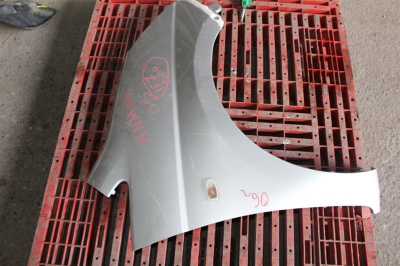 Крыло Toyota Isis ANM10 правое