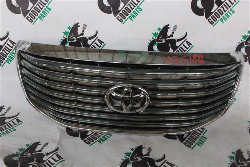 Решетка радиатора Toyota Crown Majesta UZS186 передняя