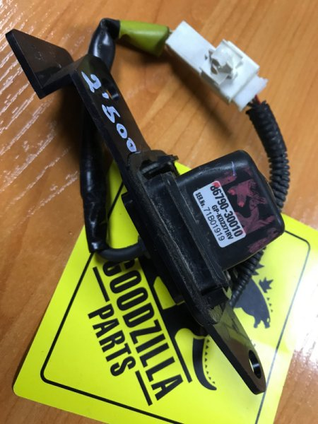 Камера заднего вида Toyota Crown GRS180 задняя