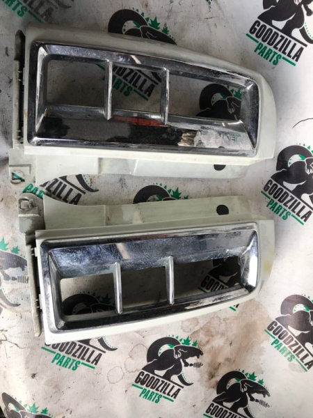 Клык бампера Nissan Elgrand NE51 задний