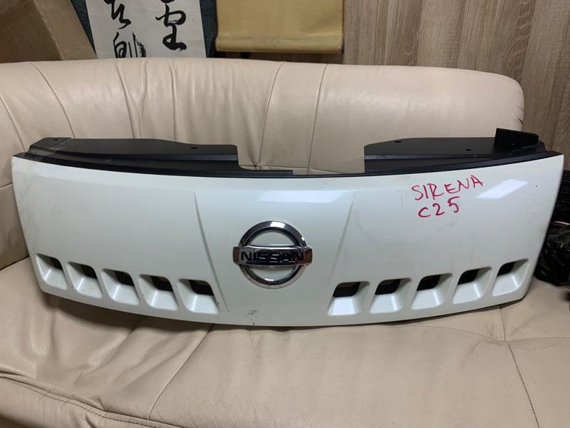 Решетка радиатора Nissan Serena C25 передняя