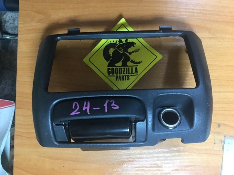 Рамка магнитофона Toyota Bb NCP31 передняя