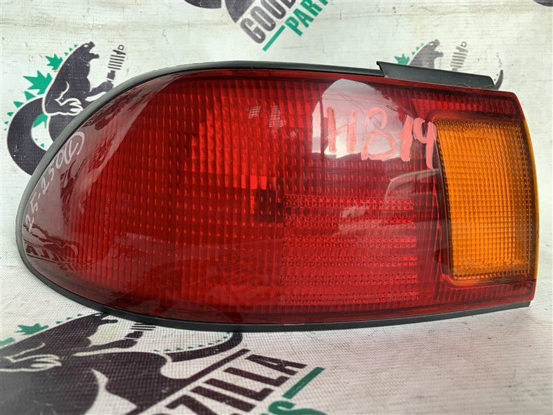 Стоп-сигнал Nissan Sunny FB14 задний левый