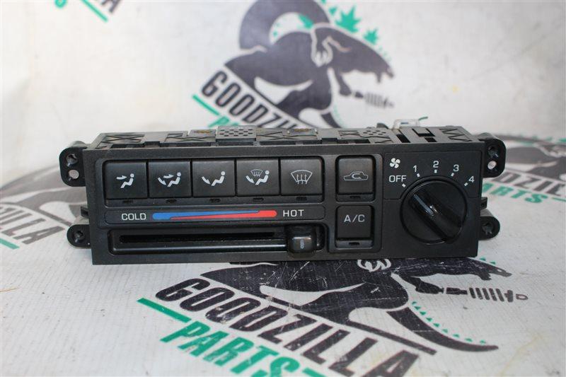 Блок управления климат-контролем Nissan Bluebird QG10 передний