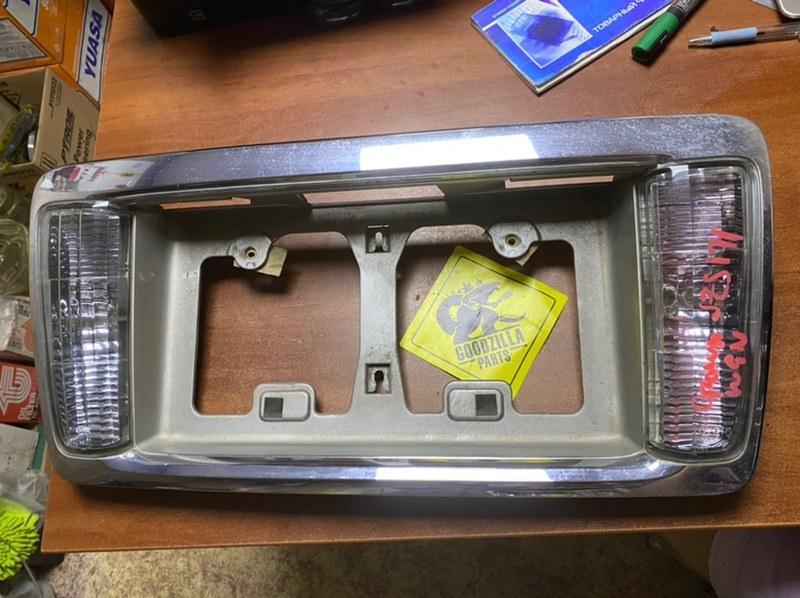 Рамка под номер Toyota Crown JZS171 задняя