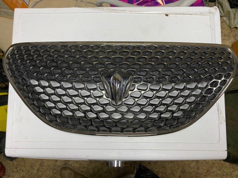 Решетка радиатора Toyota Verossa JZX110 передняя