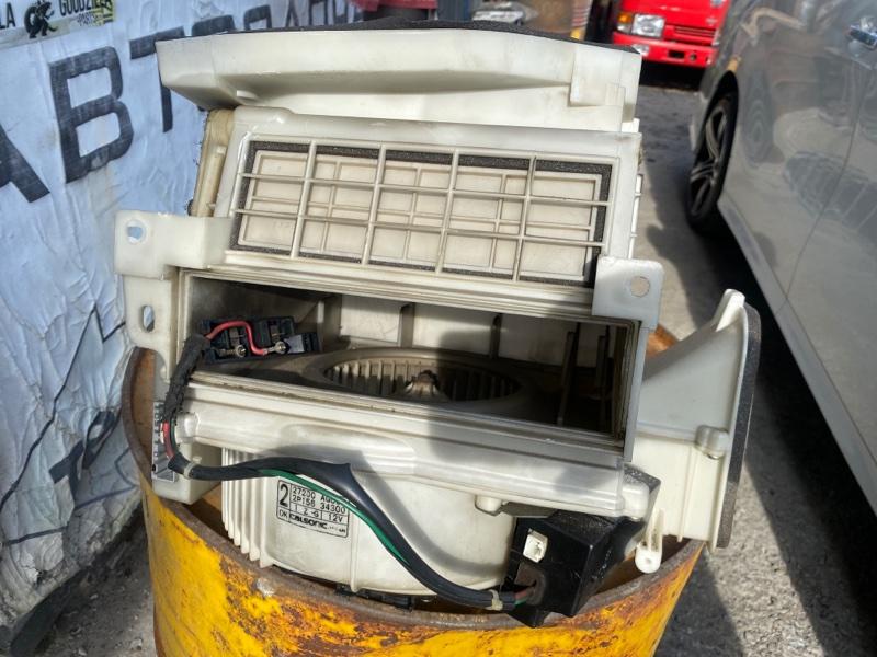 Мотор печки Nissan Gloria HY34 VQ30DET 2002