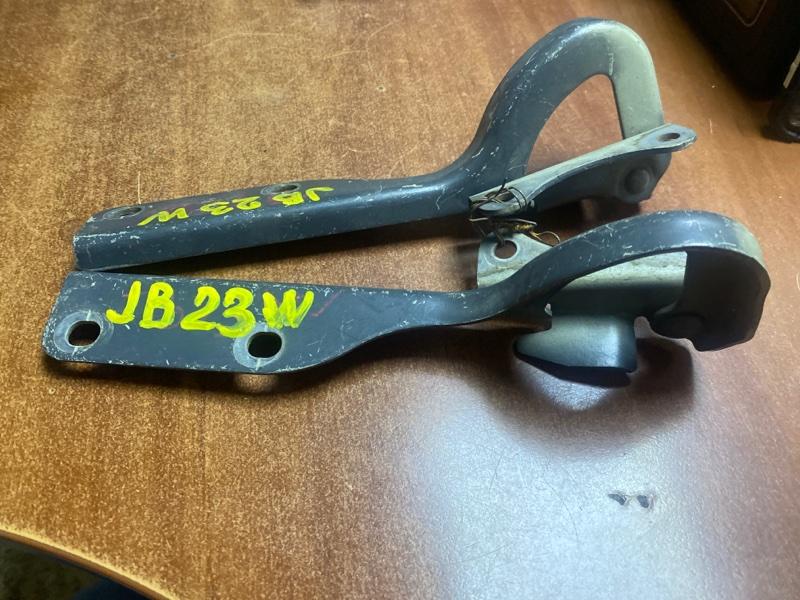 Крепление капота Suzuki Jimny JB23W K6AT переднее