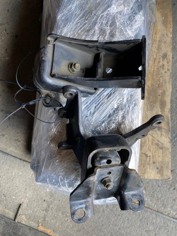 Подушка двигателя Suzuki Jimny JB23W K6AT 2000 правая