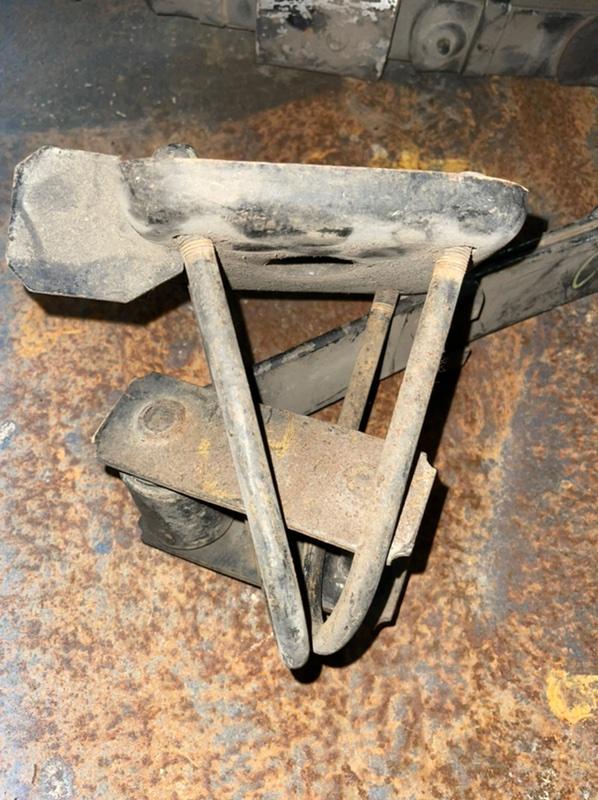 Стремянка рессоры Nissan Cedric WY30 VG20E задняя
