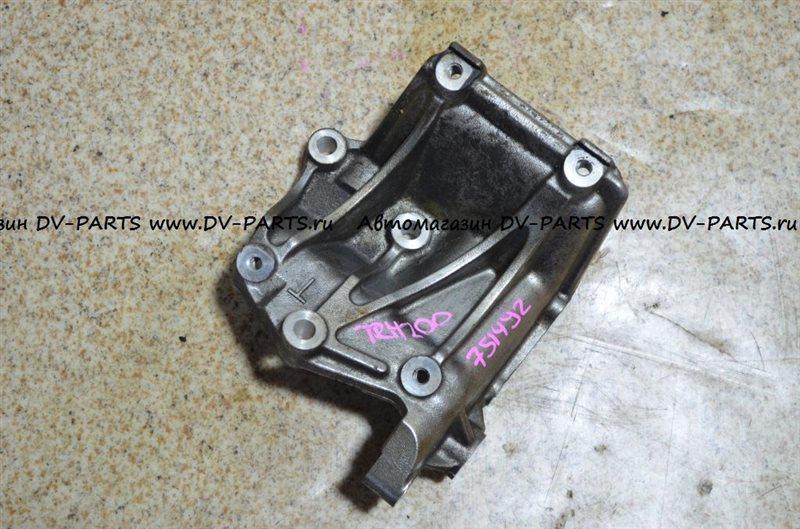 Крепление кондиционера Toyota Hiace TRH200 1TR-FE #751492