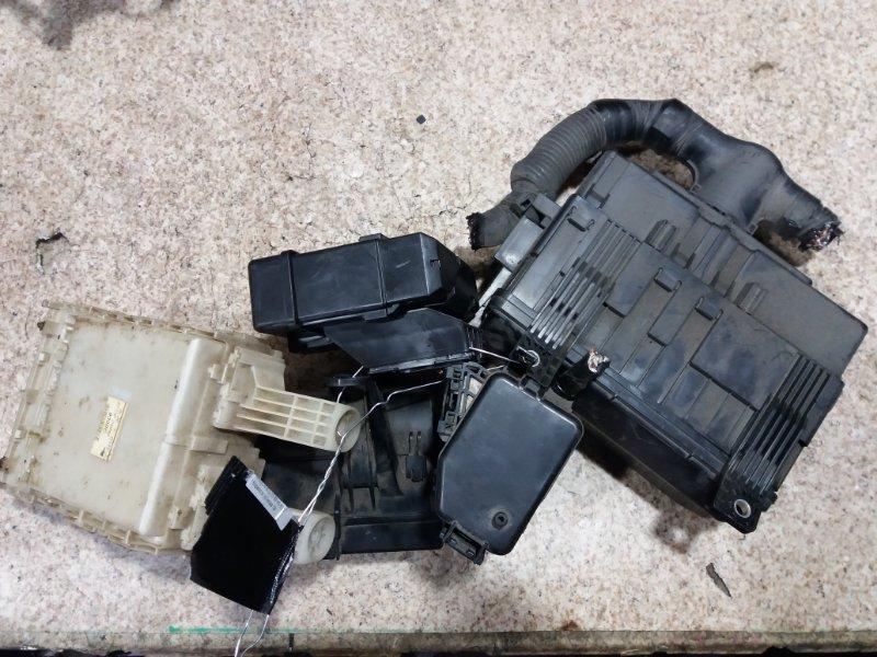 Блок предохранителей Toyota Hiace TRH200 1TR-FE #881185