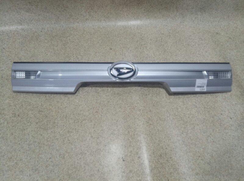 Накладка 5-й двери Daihatsu Tanto L375S