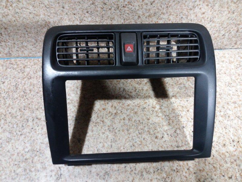 Консоль магнитофона Nissan Presea R11 GA15DE