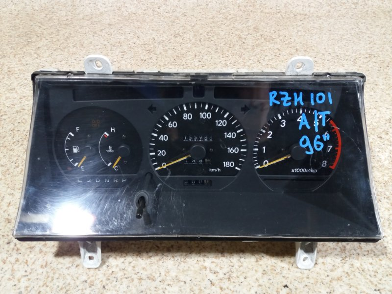 Спидометр Toyota Hiace RZH101 1996