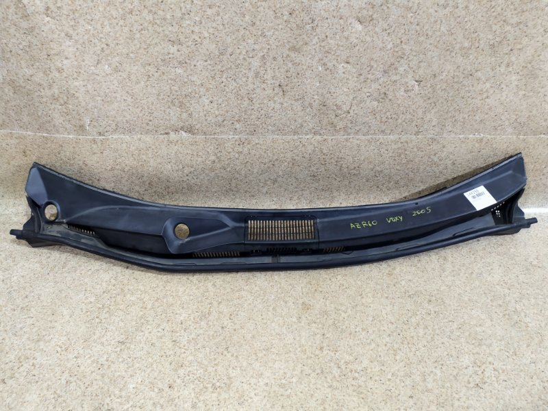 Планка под дворники Toyota Voxy AZR60